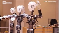 Robot Trung Quốc biểu diễn kỹ năng xâu kim