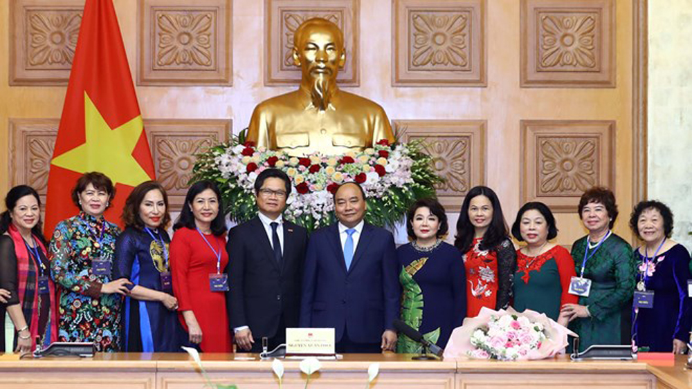 Prime Minister, women entrepreneurs' role, national development, Vietnam Association for Women Entrepreneurs, economic development, administrative procedures