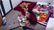Nữ giúp việc bạt tai, quăng quật bé trai 2 tuổi