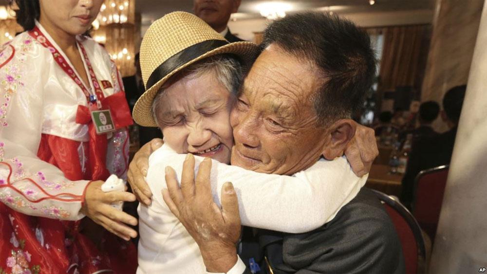 Hai miền Triều Tiên xúc tiến tổ chức đoàn tụ gia đình ly tán qua cầu truyền hình