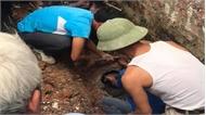 Giải cứu nam thanh niên mắc kẹt trong ống cống