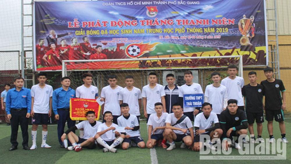 Đội bóng đá nam Trường THPT Thái Thuận đạt giải Nhất