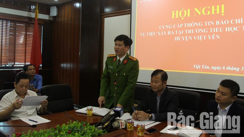 Ông Nguyễn Việt Nguyễn, Phó trưởng Công an huyện Việt Yên trả lời một số nội dung liên quan tại hội nghị.