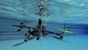 Drone đa năng có thể bay trên trời và lặn dưới nước