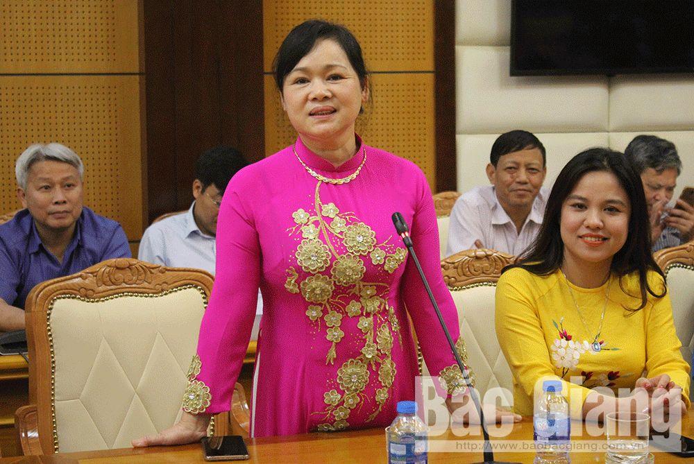 Đồng chí Nguyễn Thị Hoa, Bí thư Huyện ủy Hiệp Hòa phát biểu tại buổi gặp mặt.