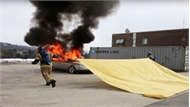 Chăn dập lửa khiến đám cháy xe tắt ngúm trong 20 giây