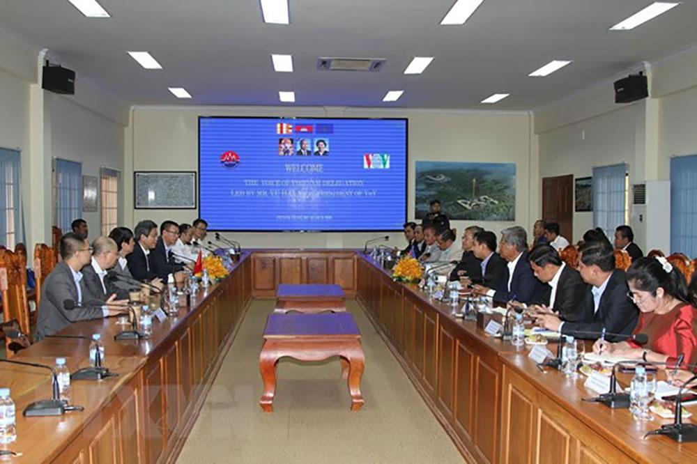 Việt Nam, Campuchia, thông tin, truyền thông