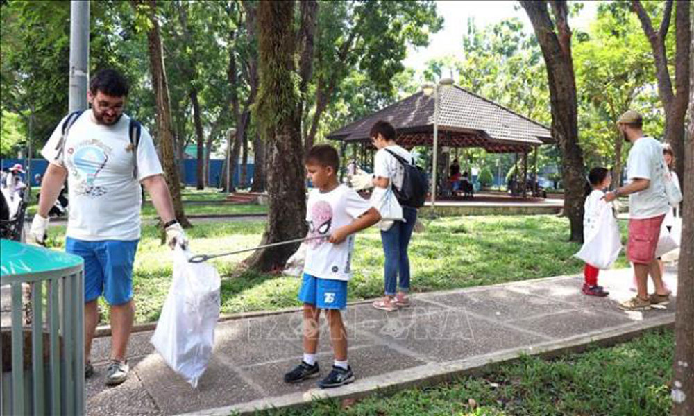 clean plastic waste, Plastic Clean-up Day, September 23 Park, easily decomposable products, international community