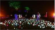 Lạc vào khu vườn ánh sáng đầy màu sắc tại Hà Nội