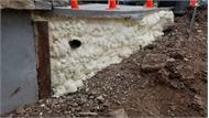 Bọt tự giãn nở có thể nâng 70 tấn bê tông
