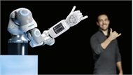 Cánh tay robot cử động linh hoạt như người thật