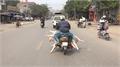 Xe máy chở thịt lợn tung hoành trên đường phố Hà Nội