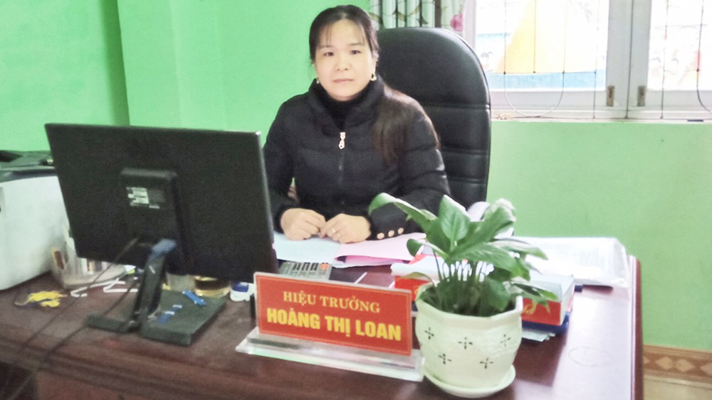 Teacher Hoang Thi Loan whole heartedly devotes to children