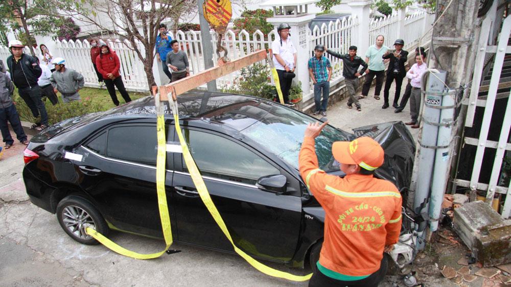 """Gây tai nạn liên hoàn làm nhiều người bị thương nghi do """"ngáo đá"""""""