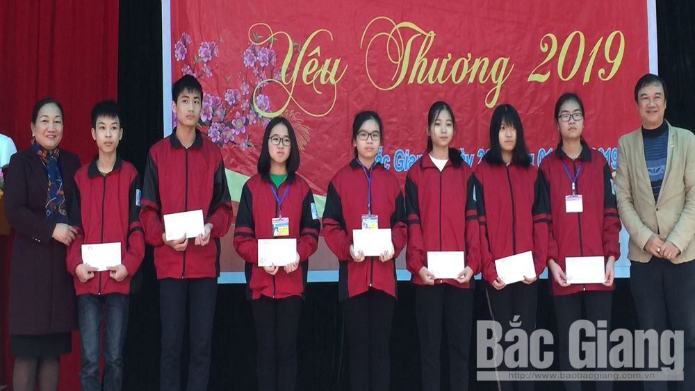Scholarships, impoverished students, Bac Giang province, Study Encouragement Association, good academic result, monthly scholarship