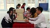 Khám mắt miễn phí cho học sinh
