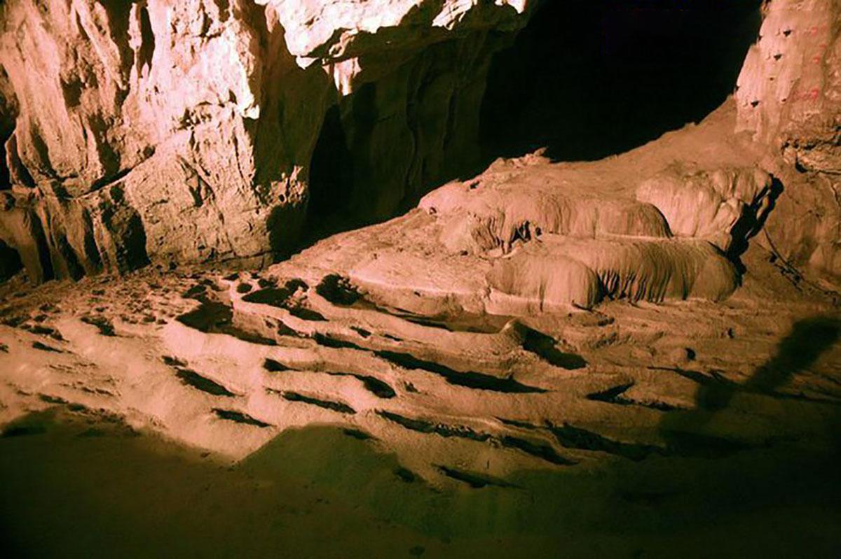 Độc đáo, ruộng bậc thang, dưới lòng đất