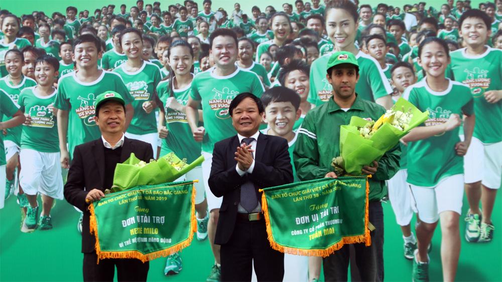 Tưng bừng khai mạc Giải Việt dã truyền thống tranh cúp Báo Bắc Giang và Ngày hội đi bộ năm 2019