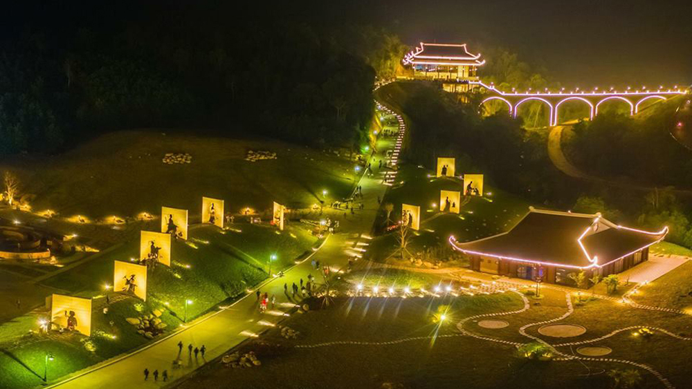 "Photo ""Story about Buddhist Emperor"" awarded first prize at ""7 days to discover sacred land of Tay Yen Tu"" photo contest"