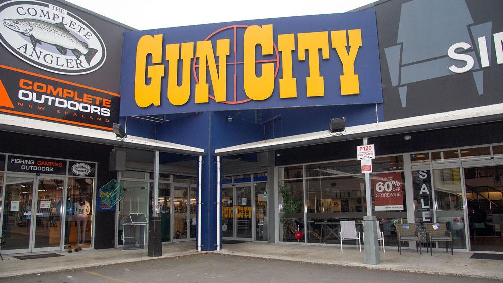 Vụ xả súng tại New Zealand, ban hành, lệnh cấm, súng trường tấn công, bán tự động, cấm bán súng, Brenton Harrison Tarrant