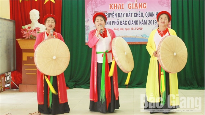 Teaching Cheo and Quan ho folk singing