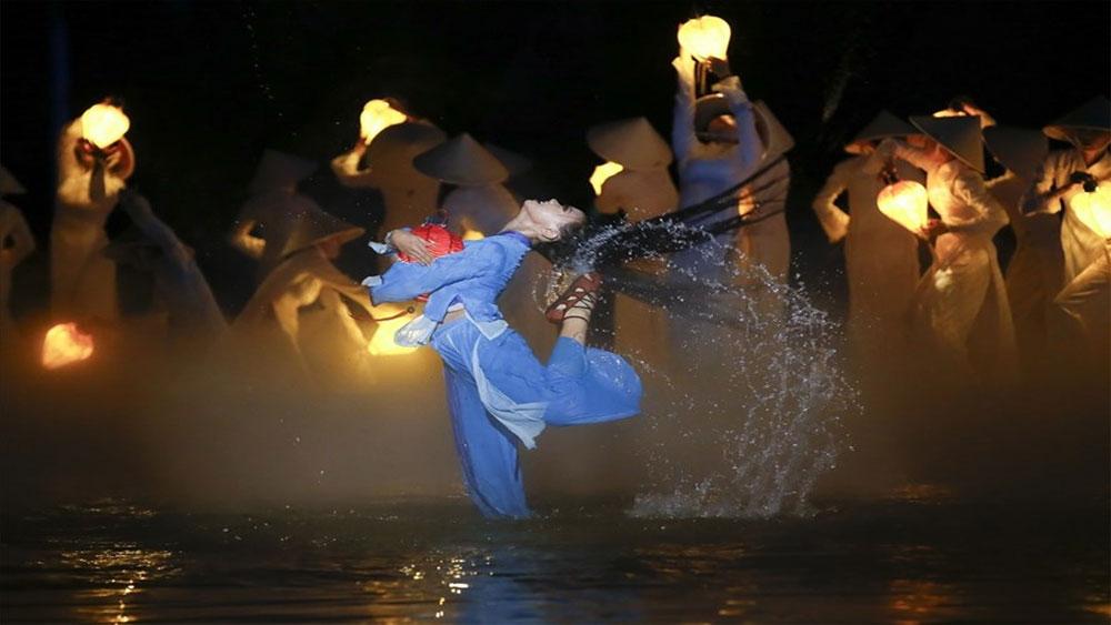 Reuters ghi nhận: Hội An sở hữu chương trình biểu diễn thực cảnh đẹp hàng đầu thế giới