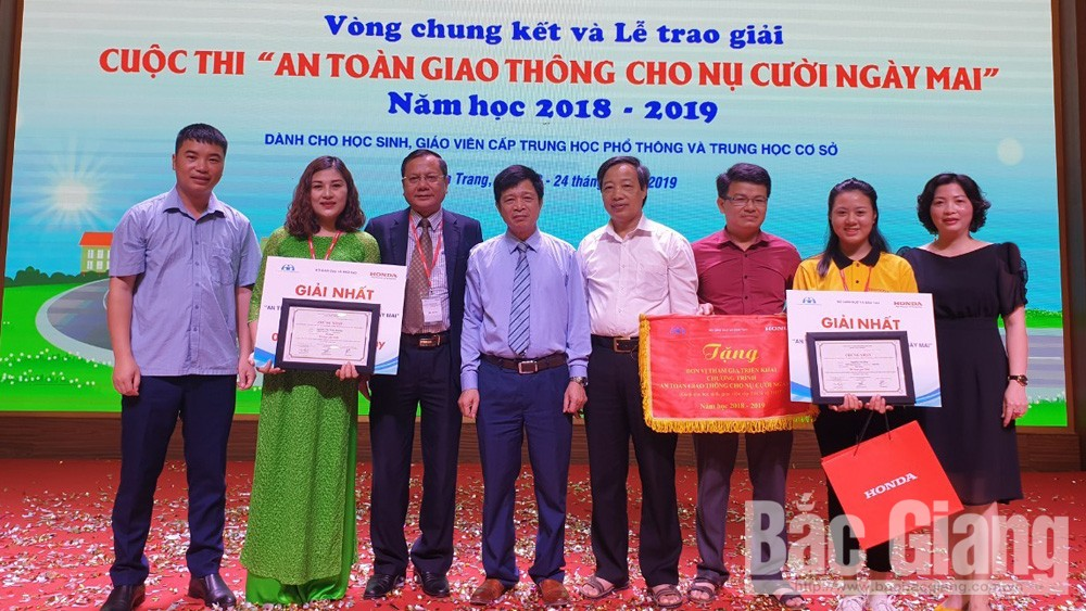 Bac Giang province, first prizes, Traffic safety for tomorrow smile,  secondary and high schools, academic year, educational programme, knowledge and skill