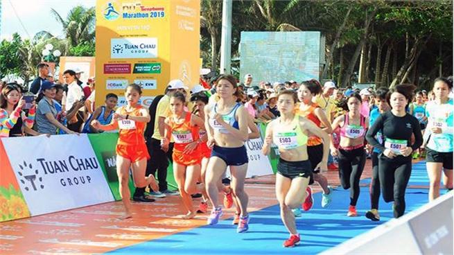 Nguyen Thi Oanh bags gold medal at Tien Phong Marathon 2019