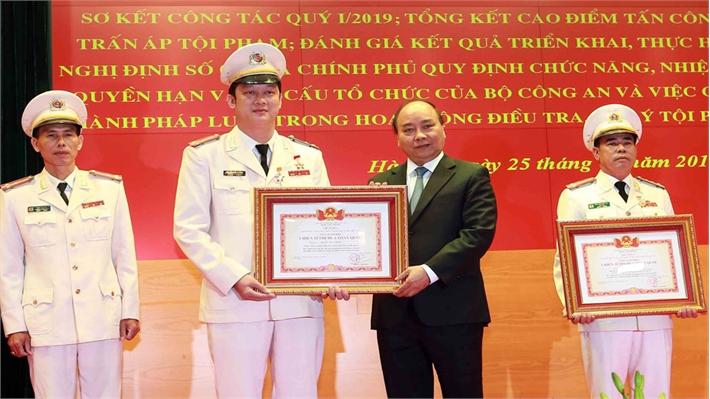 """Thủ tướng Nguyễn Xuân Phúc: Cán bộ công an phải """"trọng dân, gần dân, hiểu dân, học dân và có trách nhiệm với dân"""""""
