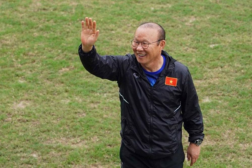 Dàn tài tử Hàn Quốc, đến sân tập U23 Việt Nam, cổ vũ HLV Park Hang-seo