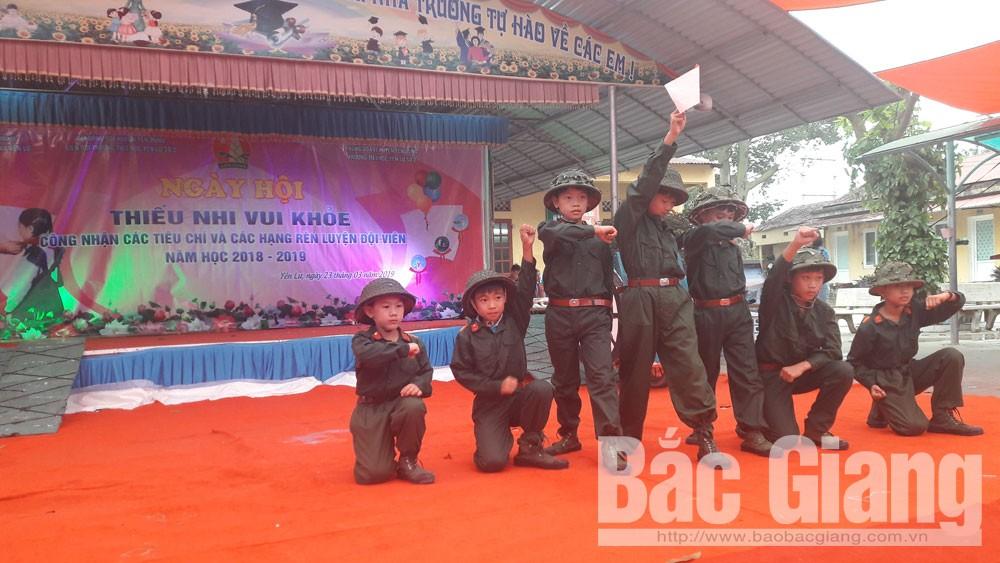 """Học sinh tiểu học tái hiện hoạt cảnh về """"Chiến dịch Điện Biên Phủ"""""""