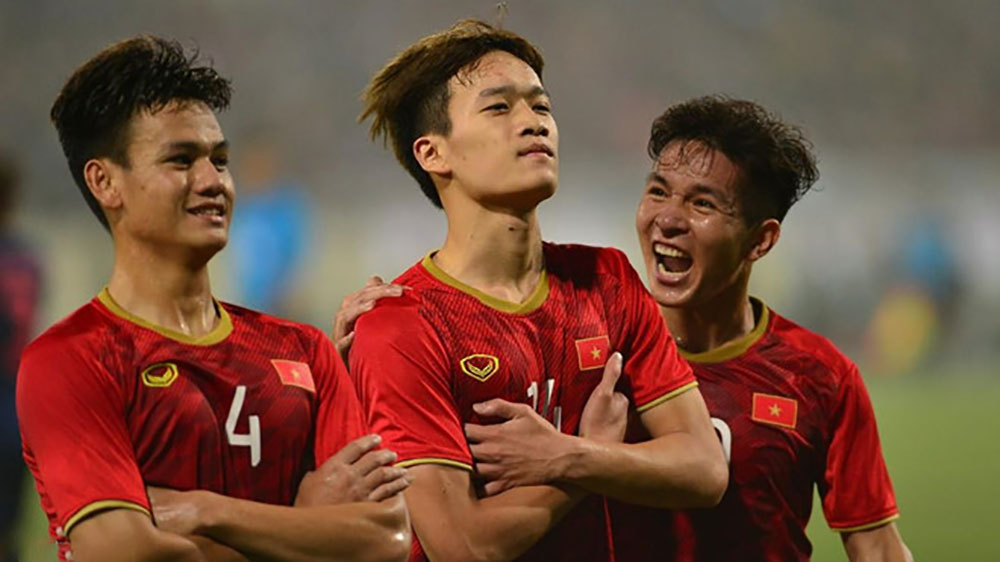 """Video: Tình huống làm bàn """"như vẽ tranh"""" của Quang Hải và Hoàng Đức nâng tỷ số lên 2-0"""