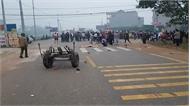 Xe khách đâm đoàn người đưa tang, ít nhất 6 người tử vong