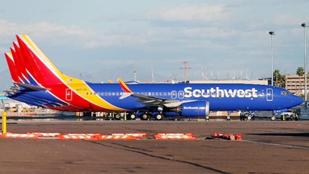 Boeing 737 MAX 8 hạ cánh khẩn ở Mỹ do lỗi động cơ