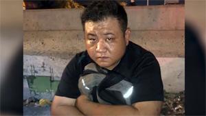 Cảnh sát lục soát chiếc xe chở gần 900 bánh ma túy