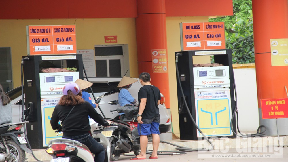 Sáng 28-3, cây xăng ở số 47 đường Trần Nguyên Hãn (TP Bắc Giang) không bán xăng A95.