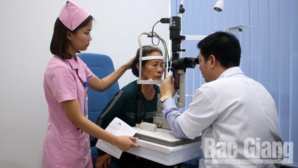 Phẫu thuật thay thủy tinh thể miễn phí cho bệnh nhân nghèo