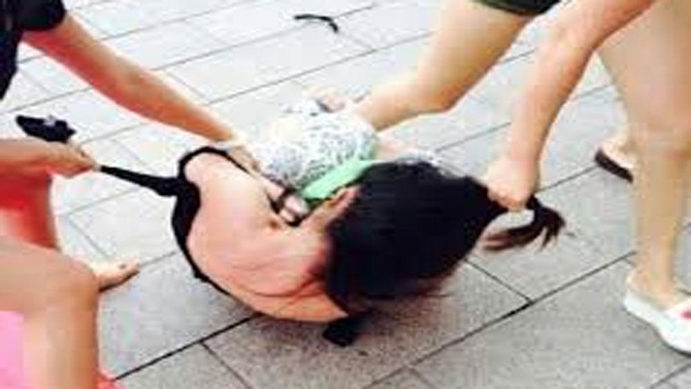 Vụ nữ sinh vị đánh hội đồng ở Hưng Yên: Đình chỉ hiệu trưởng