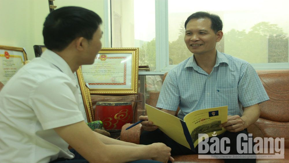 Amateur musician Truong Ngoc Tuan describes homeland by music