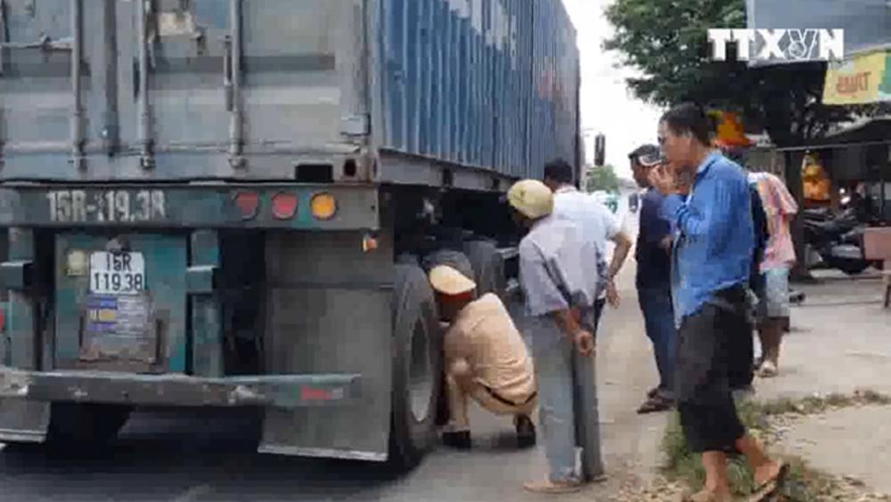 Va chạm với container, một người tử vong