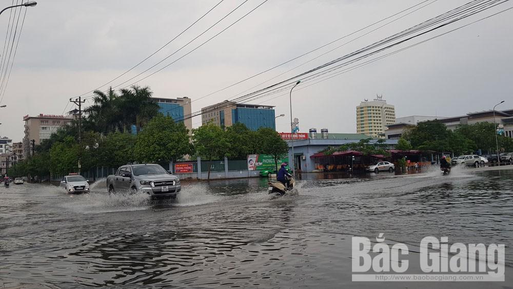 Đường Ngô Văn Cảnh và khu vực Quảng trường 3-2 ngập sâu.