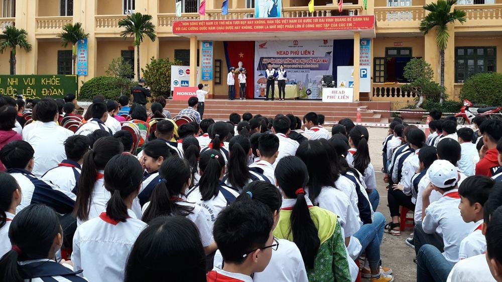 Tuyên truyền về an toàn giao thông cho gần 700 học sinh