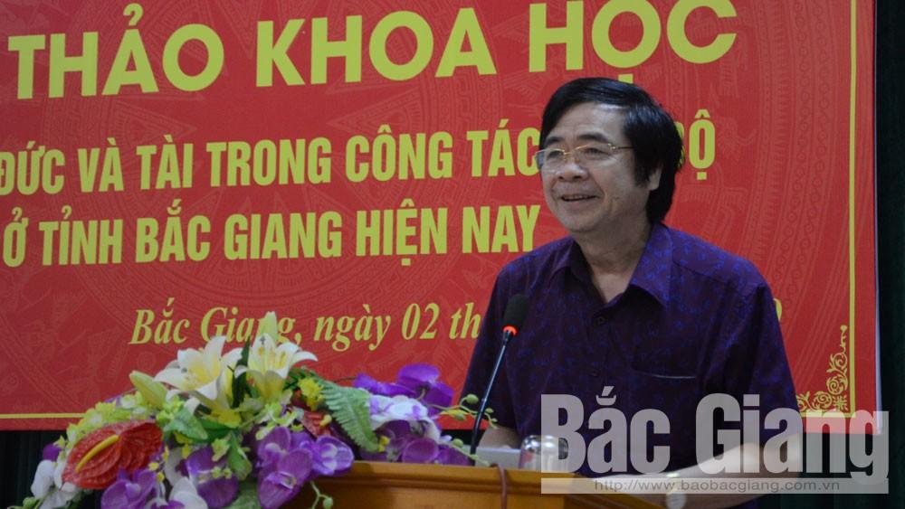 Phó Giáo sư, Tiến sĩ Nguyễn Minh Tuấn tham luận tại hội thảo.