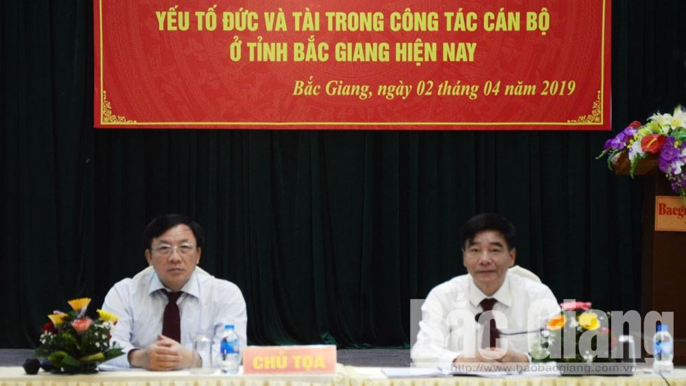 Các đồng chí Đỗ Đức Hà và Nguyễn Công Thức đồng chủ tọa hội thảo.