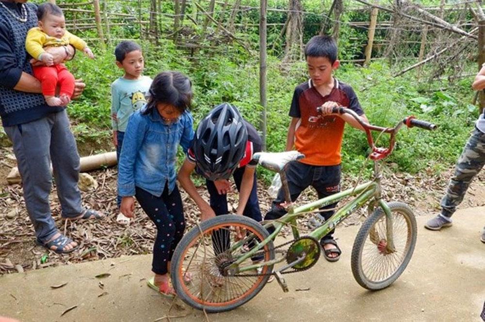 Chiếc xe đạp, 'cậu bé Sơn La', trả giá 103 triệu đồng, đấu giá chiếc xe đạp của cậu bé Sơn La, Vì Quyết Chiến