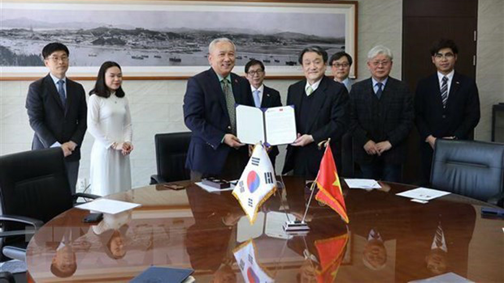 Korean university grants scholarships to Vietnamese students