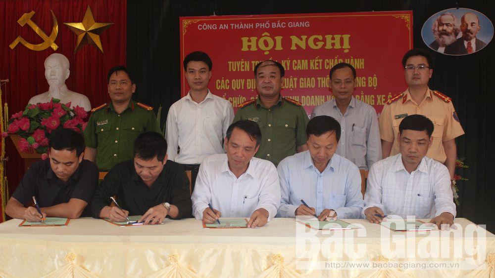 TP Bắc Giang: 110 tổ chức, cá nhân ký cam kết chấp hành quy định về ATGT