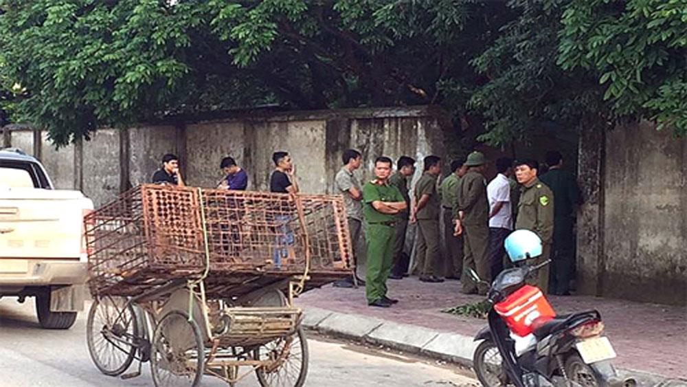 Công an bắt nhốt đàn chó cắn bé trai ở Hưng Yên