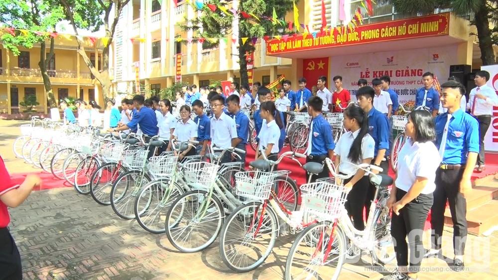 Lục Nam có hơn 94% đảng viên đăng ký học và làm theo Bác
