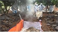 Hai cán bộ ở Quảng Ninh bị cảnh cáo vì chỉ đạo chôn lợn chết ở sân bóng